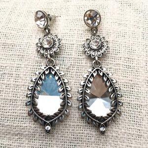 💕3/$20 Vintage 80s pierced rhinestone earrings